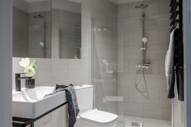 Kylpyhuone tyylikäs harmaa