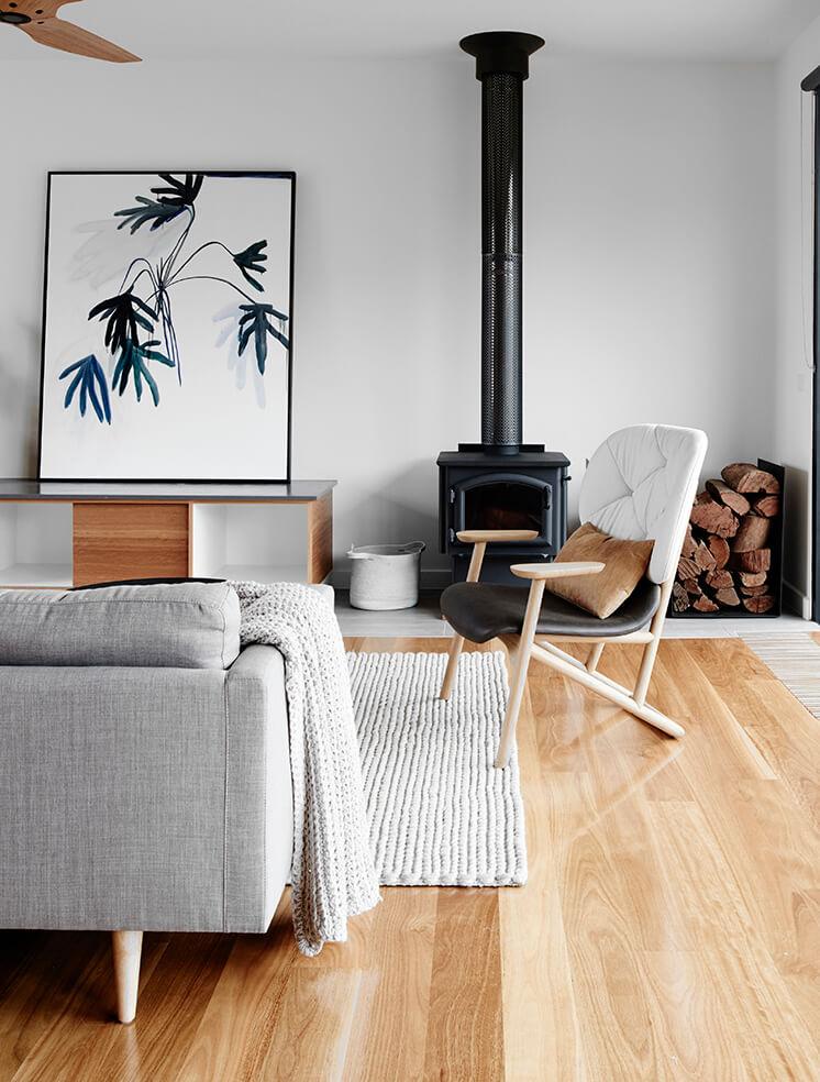 Rauhallisen tasapainoinen sisustus olohuoneessa