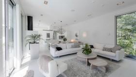 valkoinen-sohva-olohuone