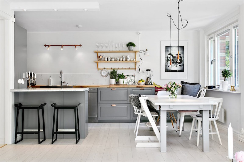Skandinaavisen selkeä ja kodikas asunto Tukholmassa