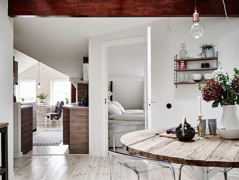 kattohuoneisto-valkoista-ja-puuta