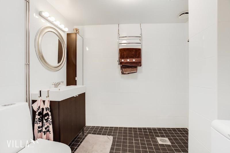 moderni-kylpyhuone-sisustus