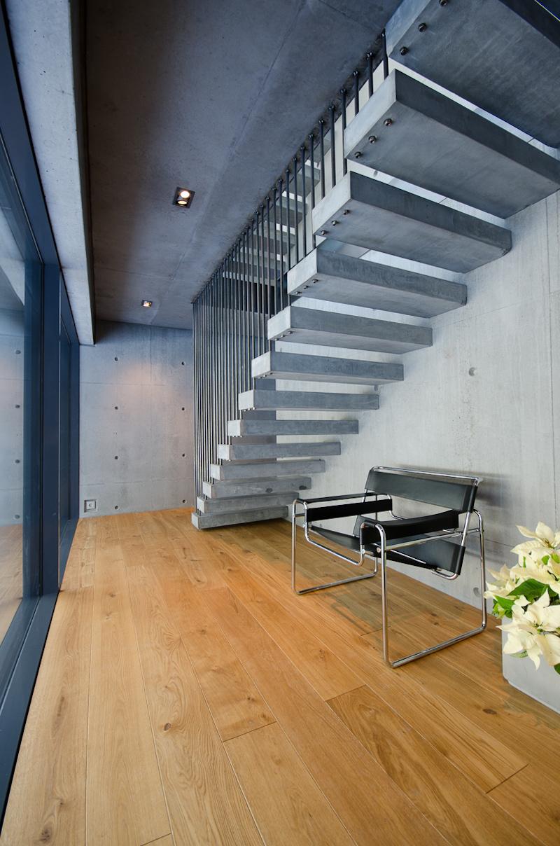 betonitalo-portaikko