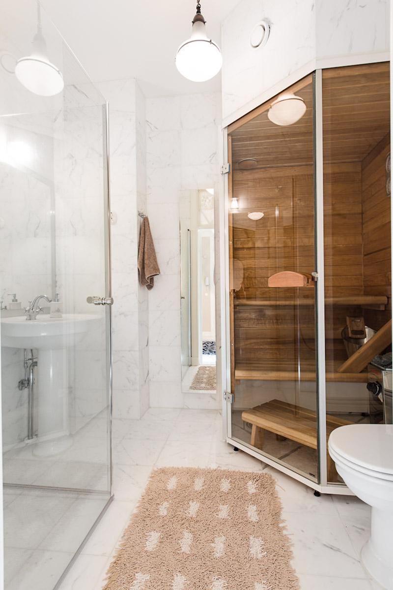 kompakti-sauna-kylpyhuoneessa