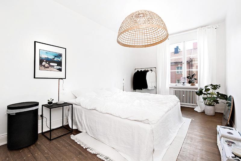 makuuhuone-valkoinen-ja-puu