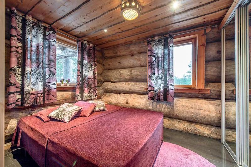 hirsihuvila-makuuhuone-punainen