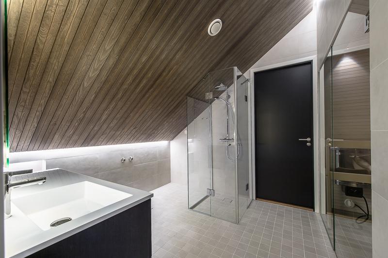 kylpyhuonesuihku-ullakkoasunto-helsinki