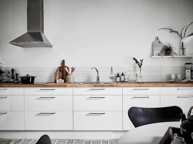 moderni-kaksio-mustavalkoinen-keittio-sisustus