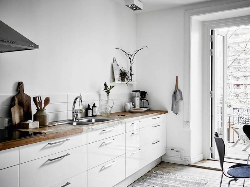moderni-kaksio-mustavalkoinen-keittiotaso
