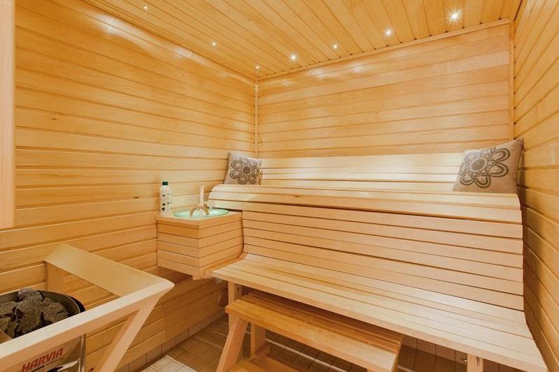 sauna-omakotitalo-vaalea-sisustus