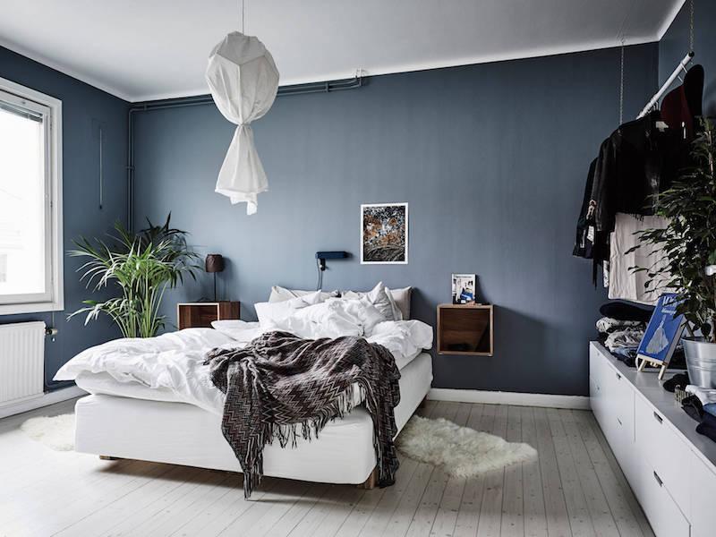 makuuhuone-valkoinen-harmaa-puu-sisustus
