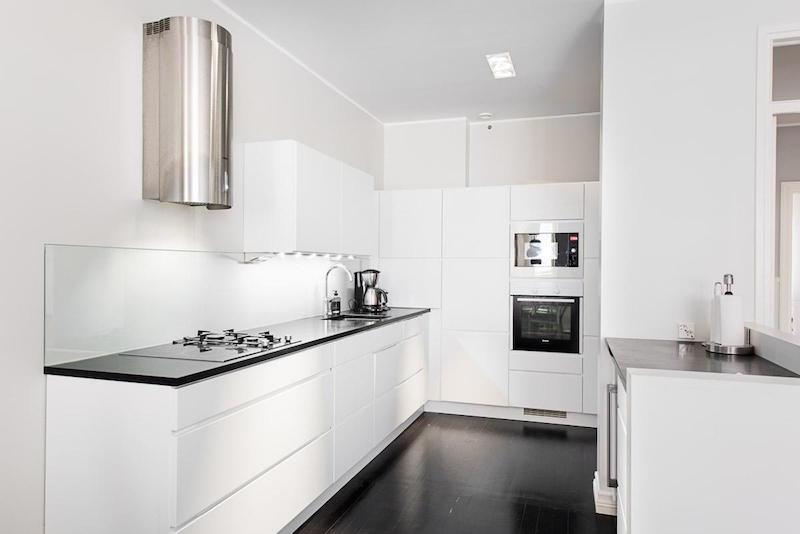 keittio-modern-mustavalkoinen-sisustus
