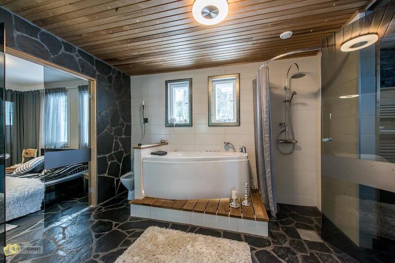 kylpyhuone-omakotitalo-moderni-sisustus