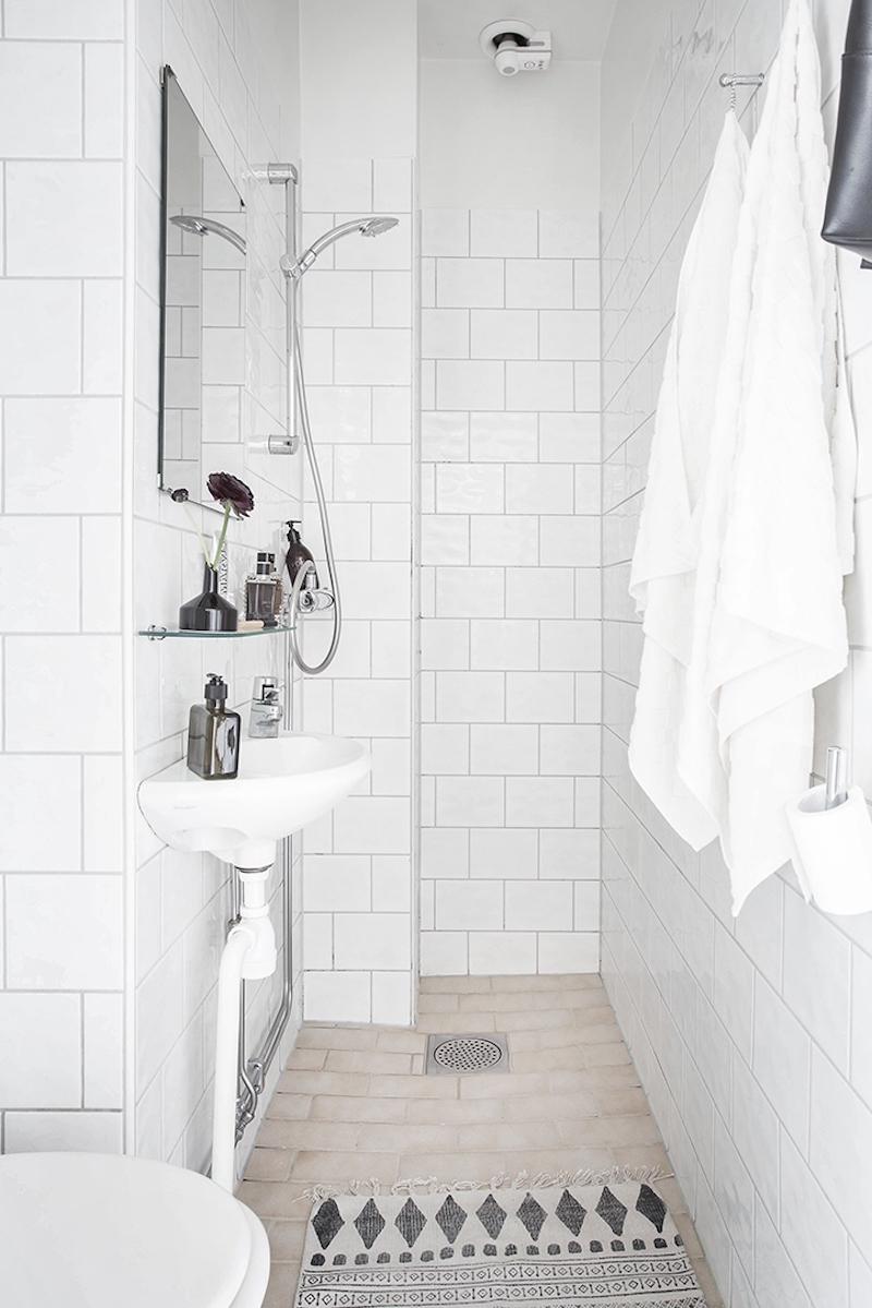 kylpyhuone-vaalea-sisustus-skandinaavinen