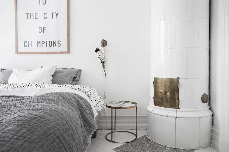 makuuhuone-kakluuni-vaalea-sisustus-skandinaavinen