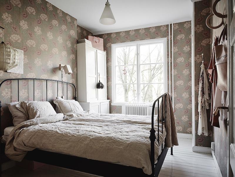 makuuhuone-romantiikka-sisustus-rohkeita-yksityiskohtia
