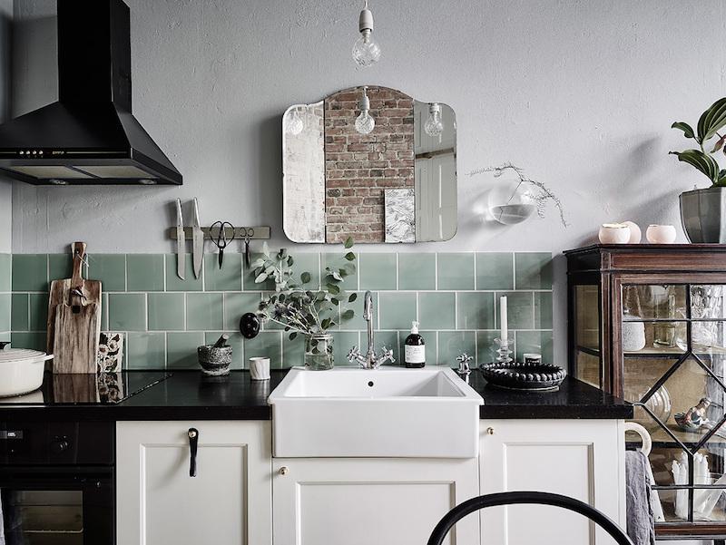 peili-keittiossa-sisustus-rohkeita-yksityiskohtia