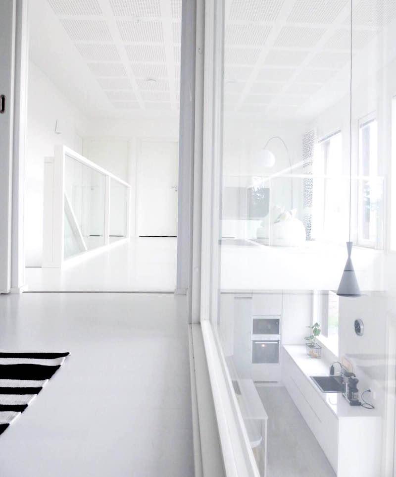 valkoinen-koti-lasiseinat