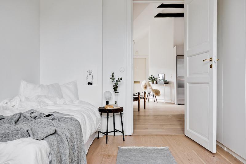 hurmaava-kattohuoneisto-makuuhuone