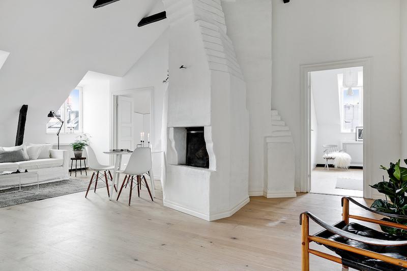 hurmaava-kattohuoneisto-sisustus