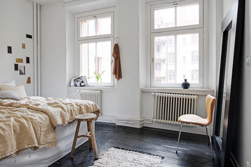 kaksion-sisustus-makuuhuone-musta-lattia