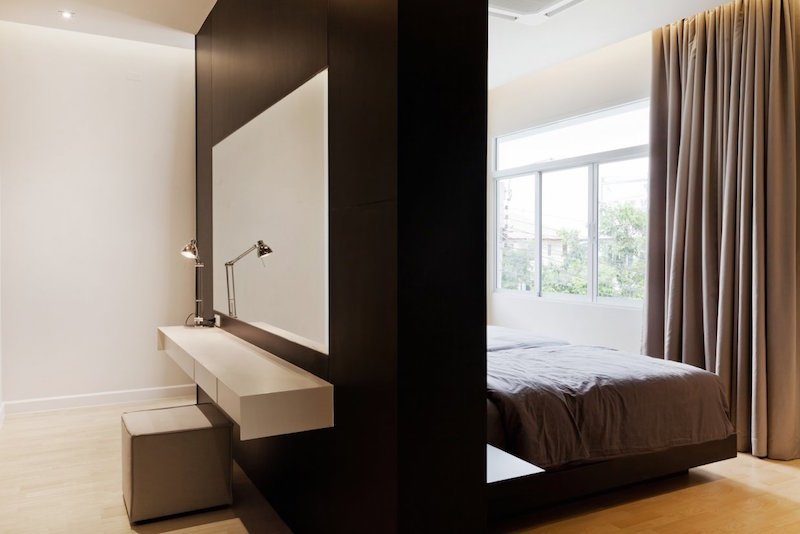 luksusta-ja-kiiltoa-sisustus-makuuhuone-tilanjakaja