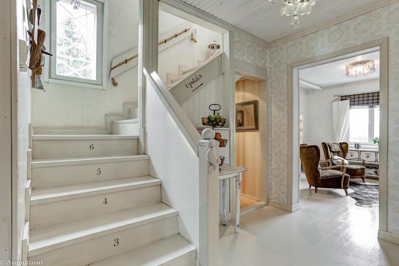 maalais-sisustus-portaikko