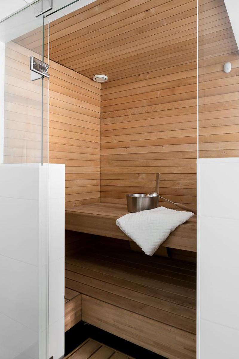 mustavalkoista-kontrastia-puuta-sauna