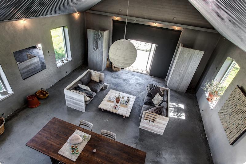 vanha-talli-asuinkayttoon-rouhea-sisustus