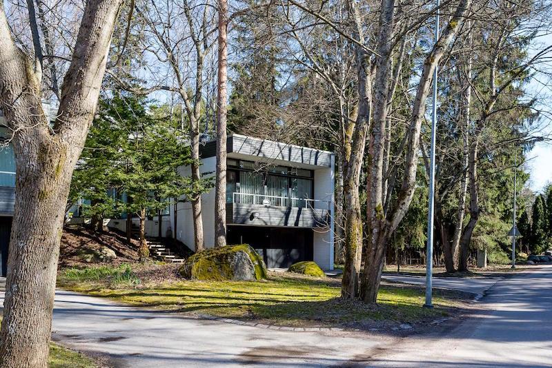 arkkitehturia-ja-elegantti-sisustus-talo