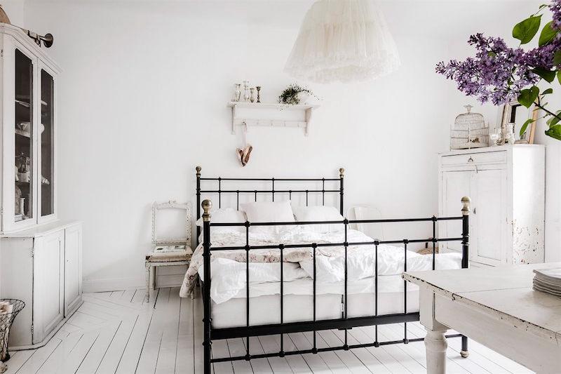 sisustus-mustavalkoinen-makuuhuone-sanky