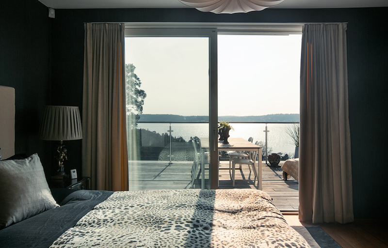 talo-merimaisemia-makuuhuone