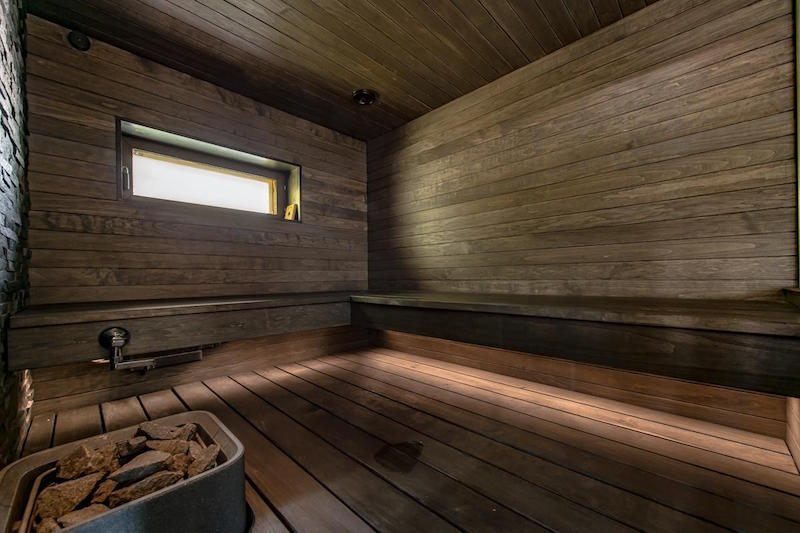 sisustus-moderni-kivitalo-sauna