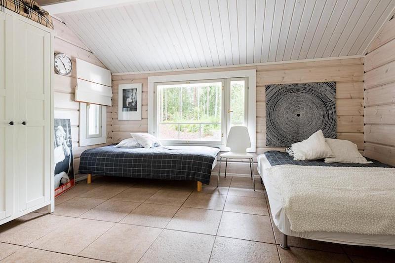 hirsitalo-meren-aarella-makuuhuone