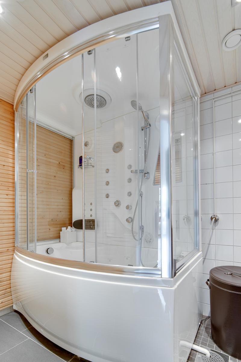loft-asunto-sisustus-moderni-kylpyhuone