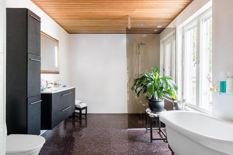 vanha-puutalo-kylpyhuone