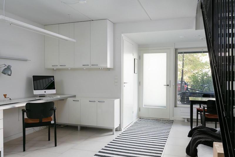 loft-huoneisto-mustavalkoinen-tyohuone