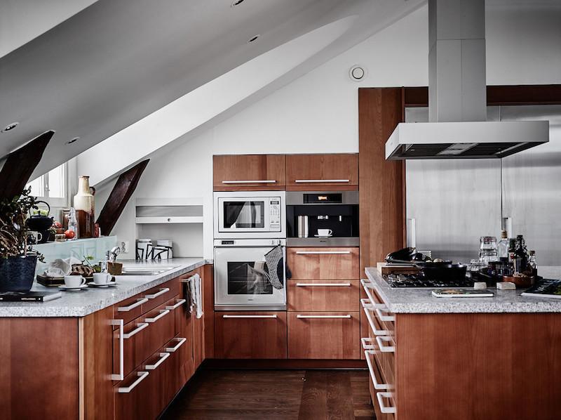 ylellinen-kattohuoneisto-keittio