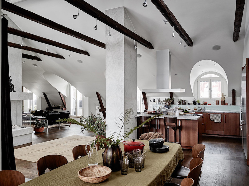 ylellinen-kattohuoneisto-ruokailutila
