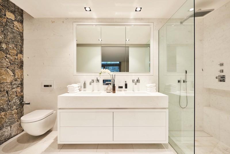 luksusta-merimaisemat-kylpyhuone