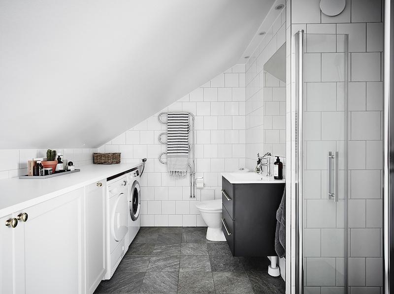 uniikisti-ullakolla-kylpyhuone