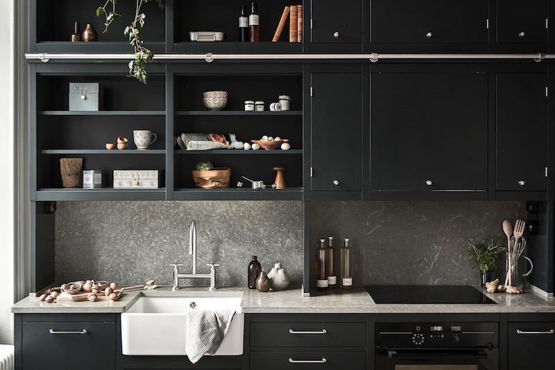 kaksio-parvella-mustavalkoinen-keittio