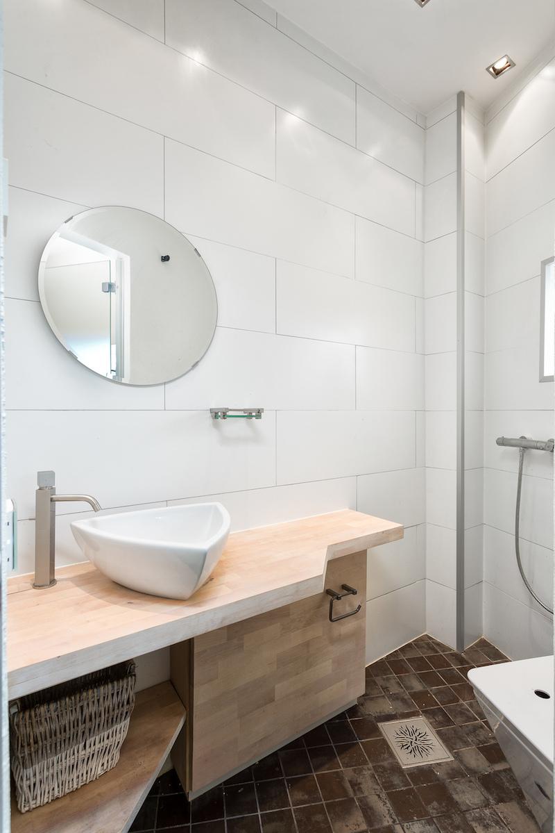 moderni-koti-tyyli-kylpyhuone-valkoinen