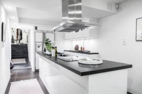 koti-persoonallinen-sisustus-keittio-kaytava