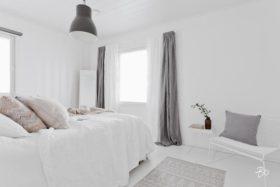 skandinaavinen-kaunis-vaalea-makuuhuone-valkoinen