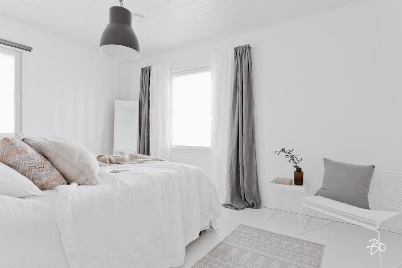 skandinaavinen kaunis vaalea makuuhuone valkoinen  Sisustusblogi