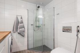 valoisa-loft-yksio-kylpyhuone