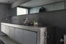 minimalismi-betoni-sisustus-kylpyhuone