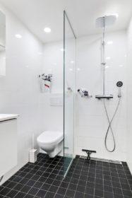 ullakkohuoneisto-sisustus-kylpyhuone