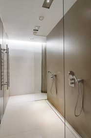 ylellista-tilaa-kattoterassin-kera-suihkutilat